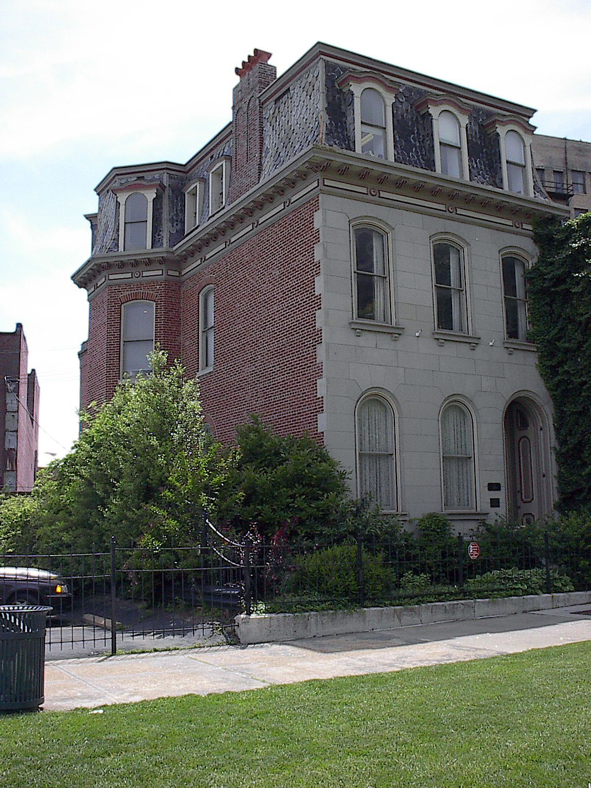 City House Documented As The Oldest Surviving Building In Midtown City House House Styles Architecture