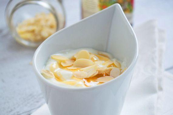 Dies ist ein Rezept für eine sehr gesunde und eiweissreiche Magerquark-Honigcreme, mit wenig Zucker, für den kalorienbewussten Sportler.