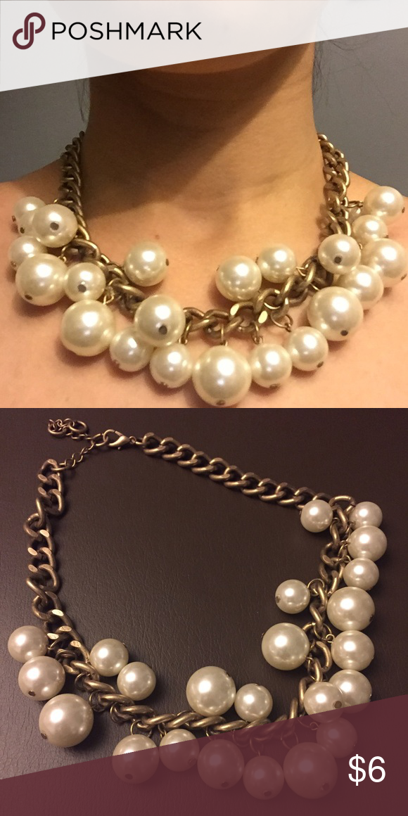 Forever 21 Pearl Necklace Classic faux pearl necklace with adjustable length. Only worn 1x. Beautiful staple for your closet! Forever 21 Jewelry Necklaces
