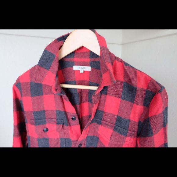 Madewell Flannel Boyfriend fit Flannel by Madewell. Hardly worn, fits more like a Small Madewell Tops Button Down Shirts
