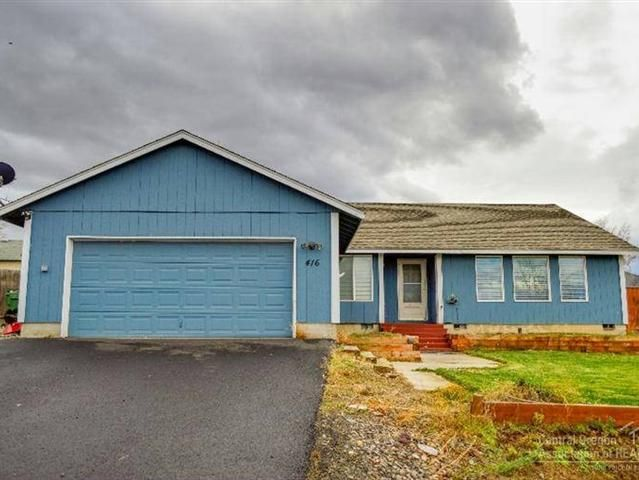Spacious 4 bedroom home with plenty of storage and RVToy parking. Laminate floors newer carpet vaulted ceilings and tons of windows. Move in ready with fenced back yard. Raised garden beds for all your flowers and summer veggies. Just minutes from fishing swimming and water sports on Lake Billy Chinook. Only 20 miles from the Redmond Airport. Small town community with well regarded schools and easy commutes to the job market in Redmond Madras and Bend.