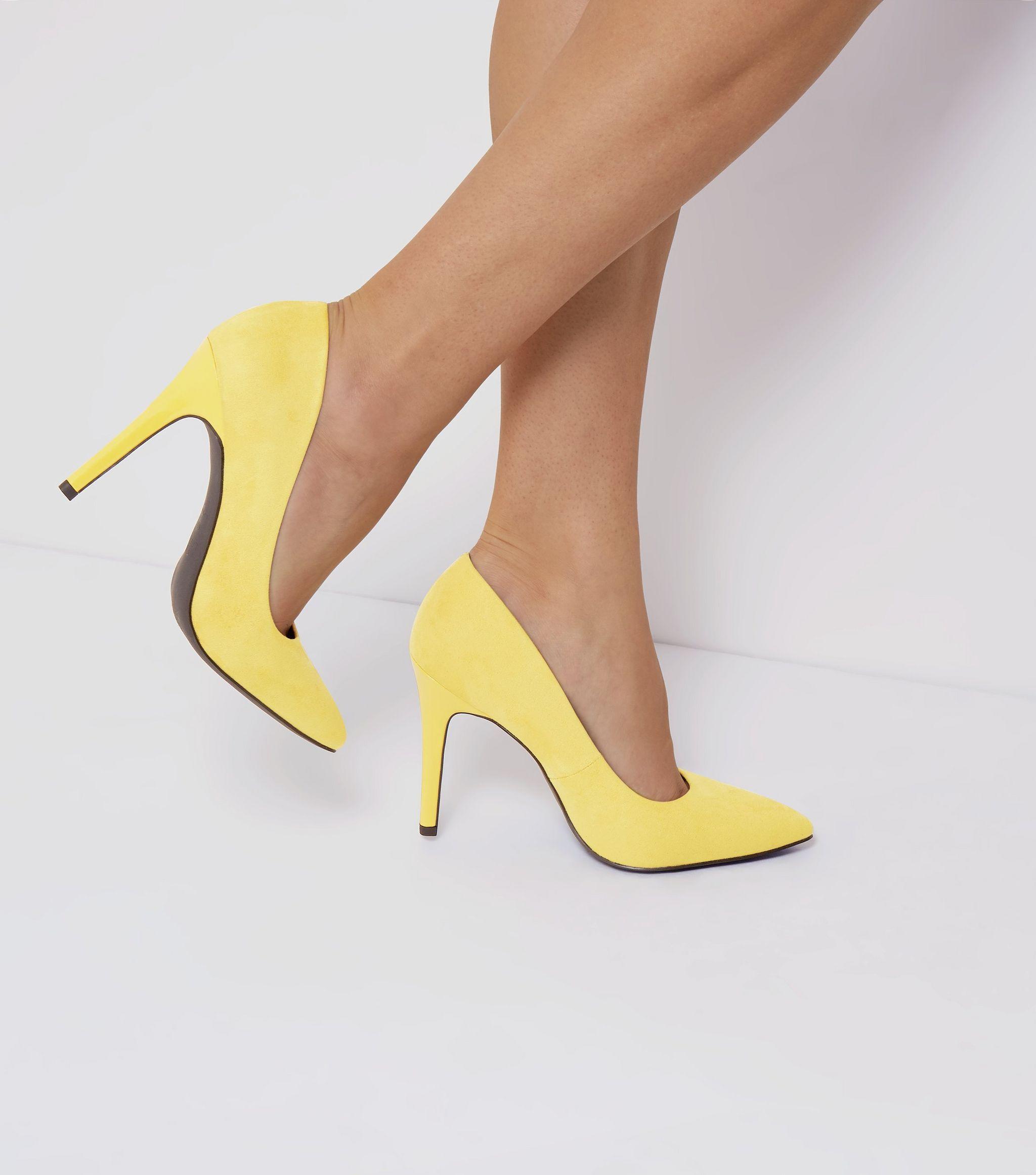 Wide Fit - Escarpins jaunes pointus en suédine   New Look   Mode ... 132455941cb7