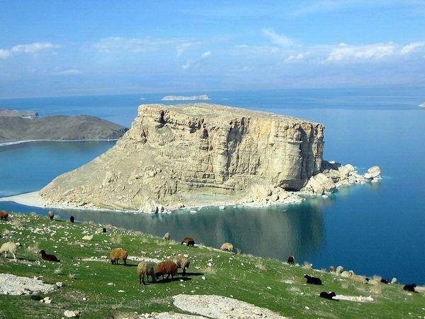 Urmiye, Kazım xan daşı - Urmia Kazim Khan Stone - اورمیه کاظیم خان داشی