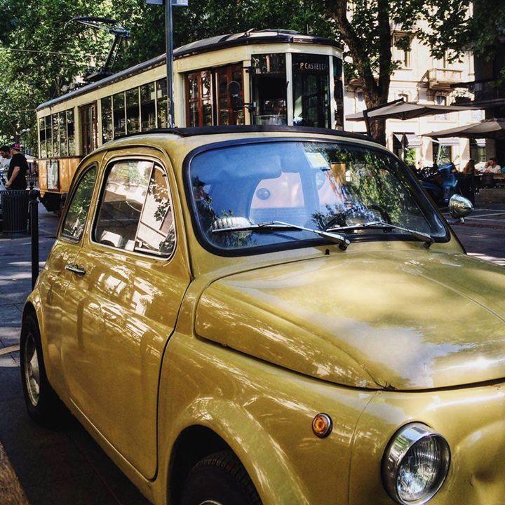 Questa è la vera interpretazione di MiTo....  #Milano con il nostro Tram (Tram Milano ovviamente) e #Torino con una Fiat 500  Foto di Claudio Tresoldi #milanodavedere Milano da Vedere