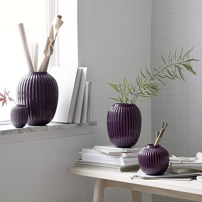 The large plum Kähler vase in the Hammershøi range is inspired by Svend Hammershøi's voluminous vases, which he created at Kähler's old workshop in the 20th century. In the Hammershøi range, Hans-Christian Bauer has reinterpreted the old works and created a range with the same distinctive furrows.