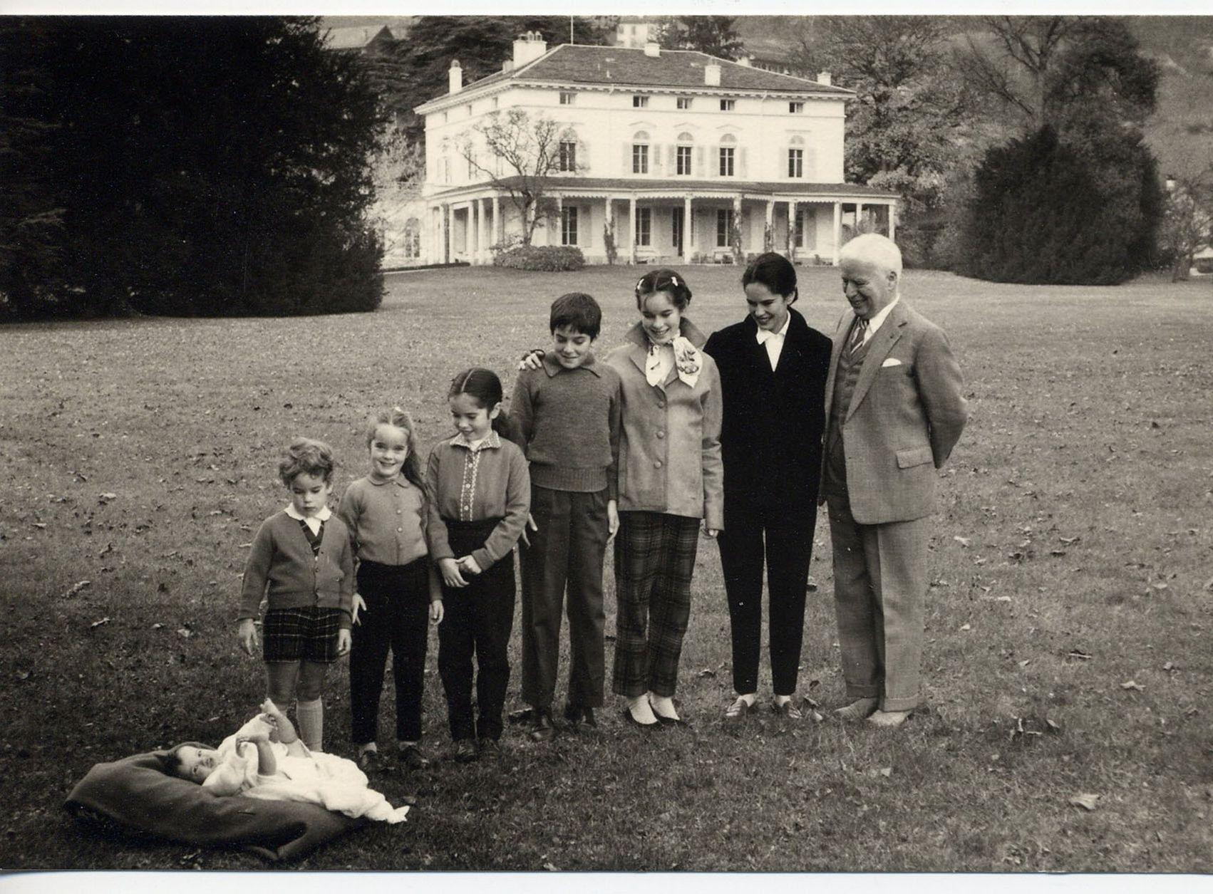этом чарли чаплин фото с женой и детьми монташ анализ
