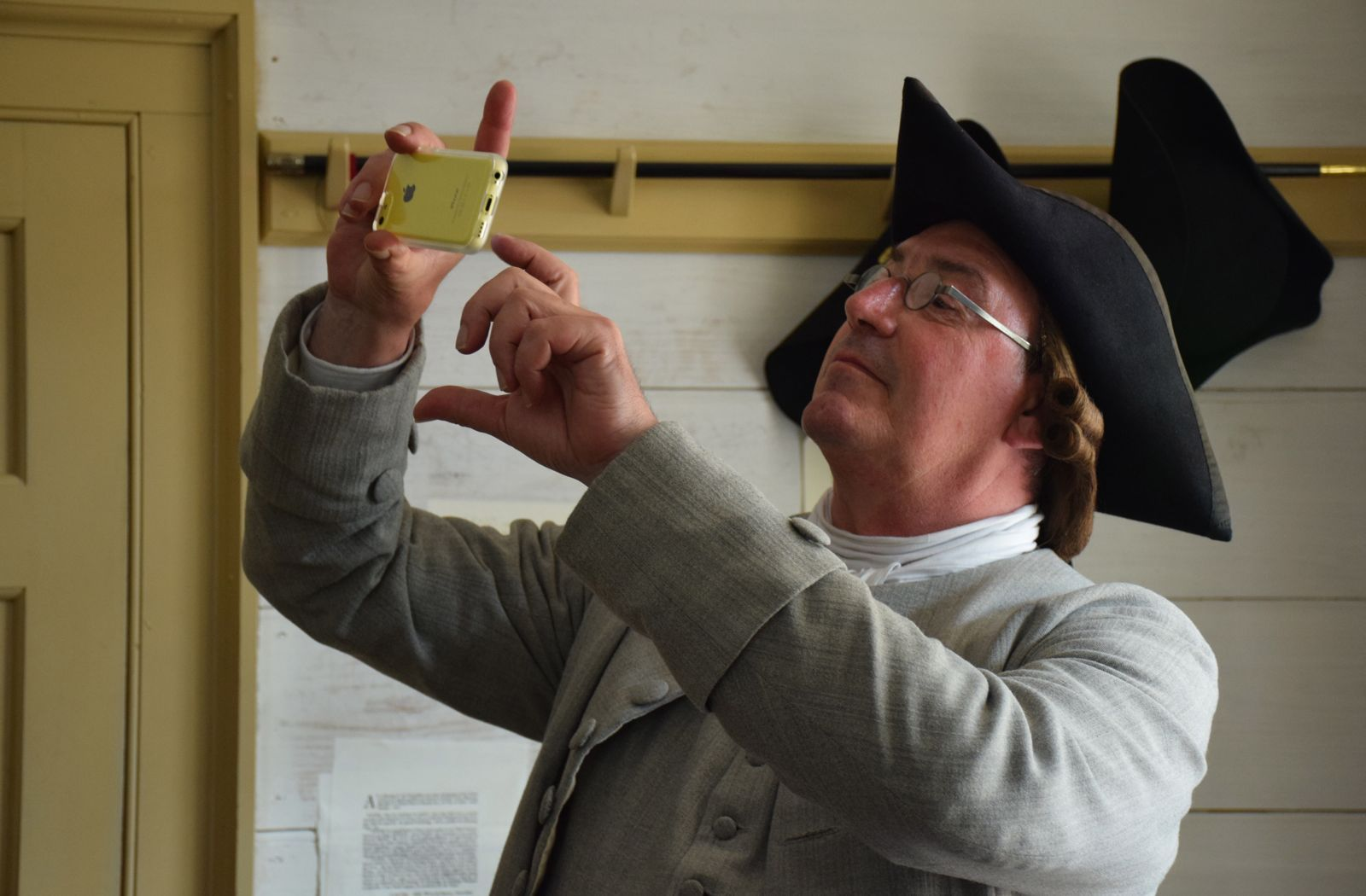23 Get Patrick Henry To Take A Selfie At Colonial