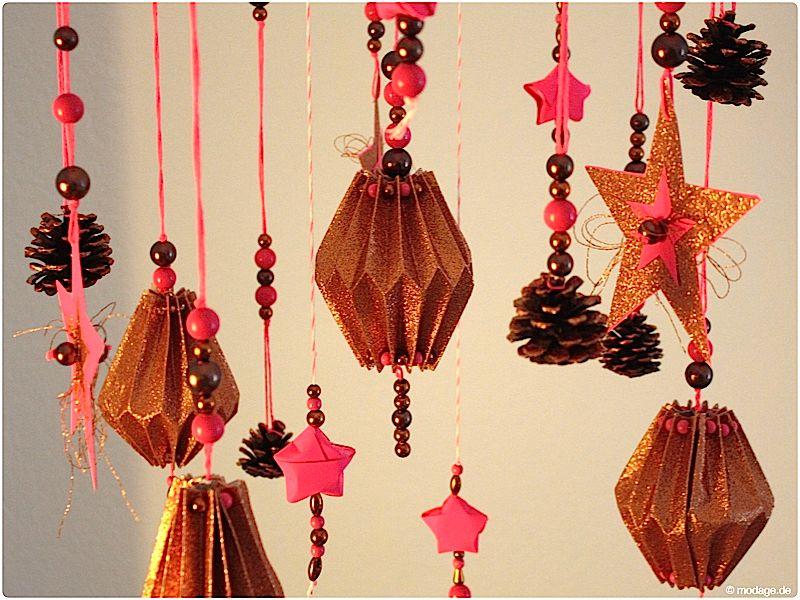 Mobile basteln Sterne basteln Weihnachtssterne Plissee basteln - weihnachtswanddeko basteln