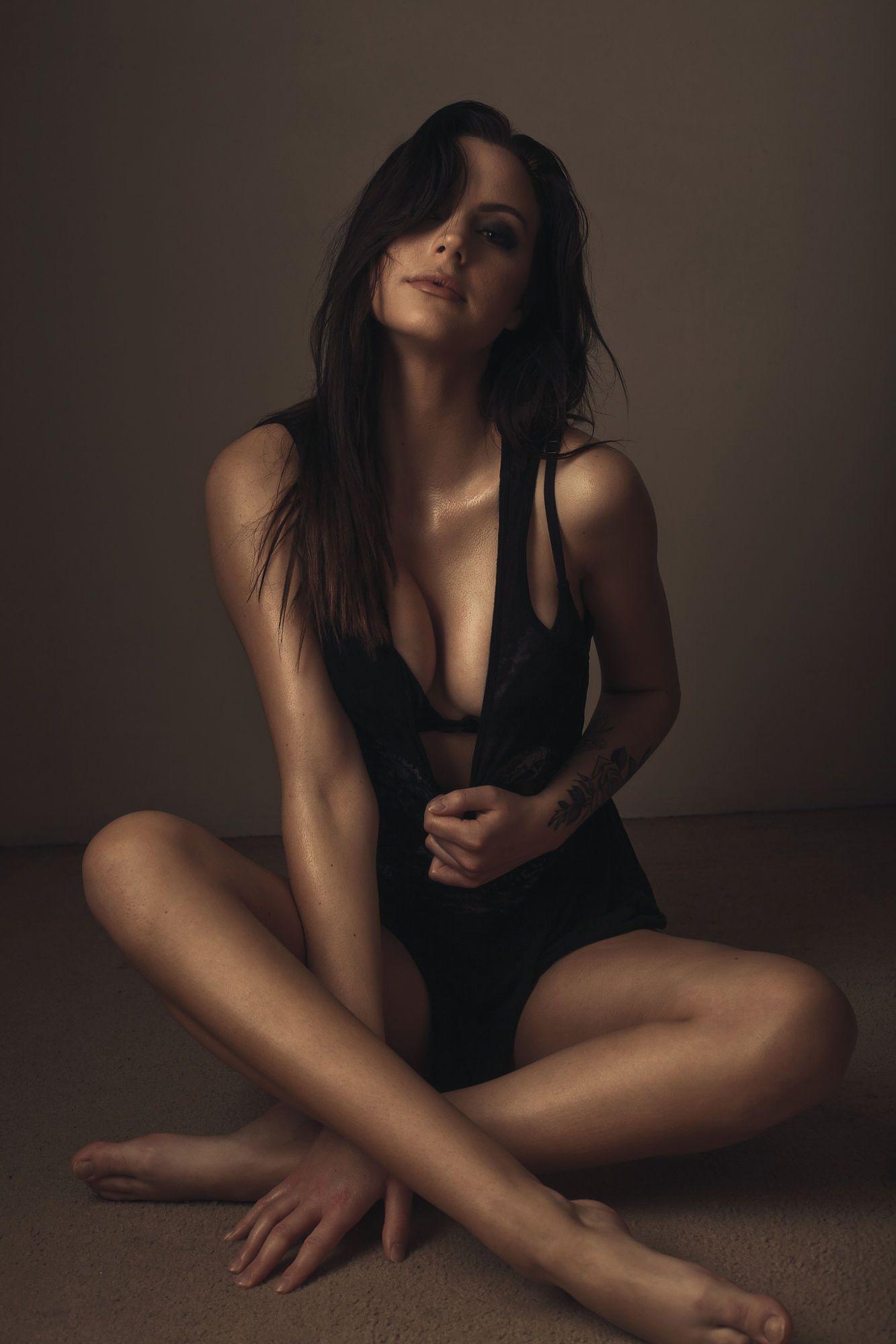 Marie Jinno Nude Photos
