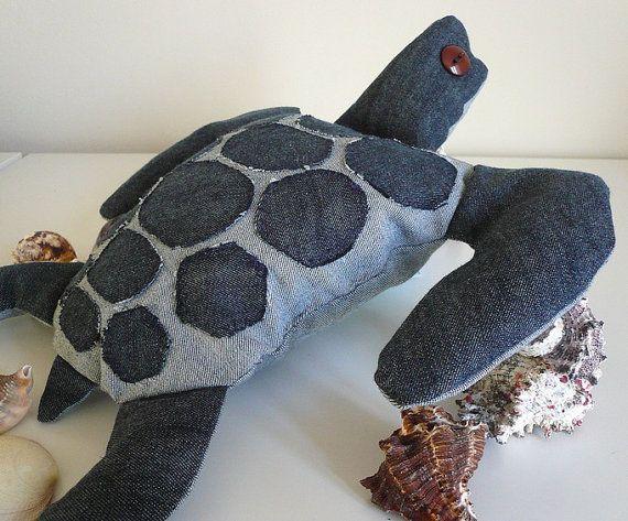 Ideia de tartaruga marinha feita de jeans. Essa não tem o molde.