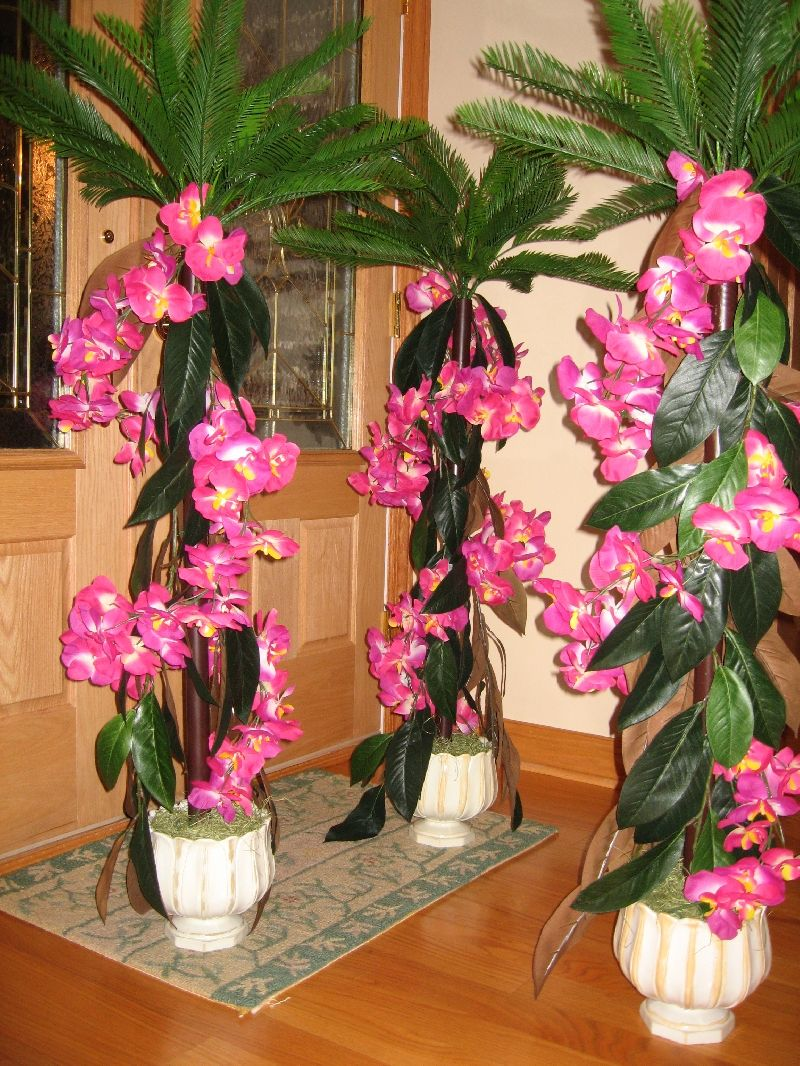 Pictures of luau centerpieces pull off a hawaiian luau for Wedding party centerpieces