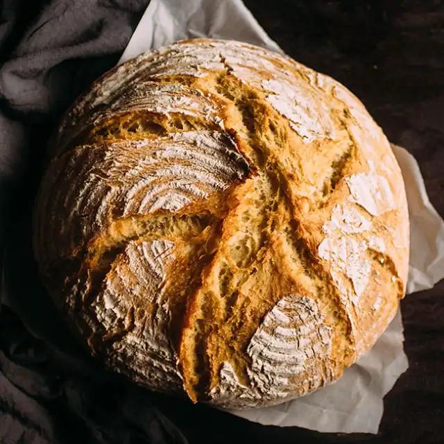 Easy Crusty French Bread | Recipe in 2020 | Dutch oven ...