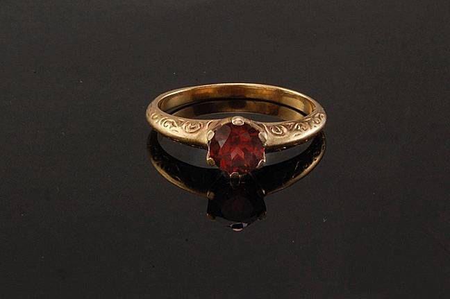 Antique Victorian Natural Red Spinel 10k Gold Ring $150 via @Shopseen