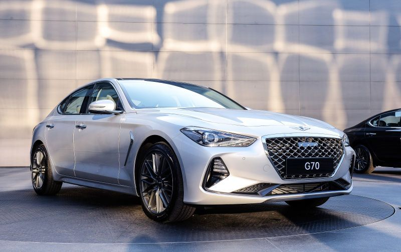 2018 Genesis G70 Here S How South Korea Fights The Germans Luxury Sedan Hyundai Genesis Fuel Efficient Cars