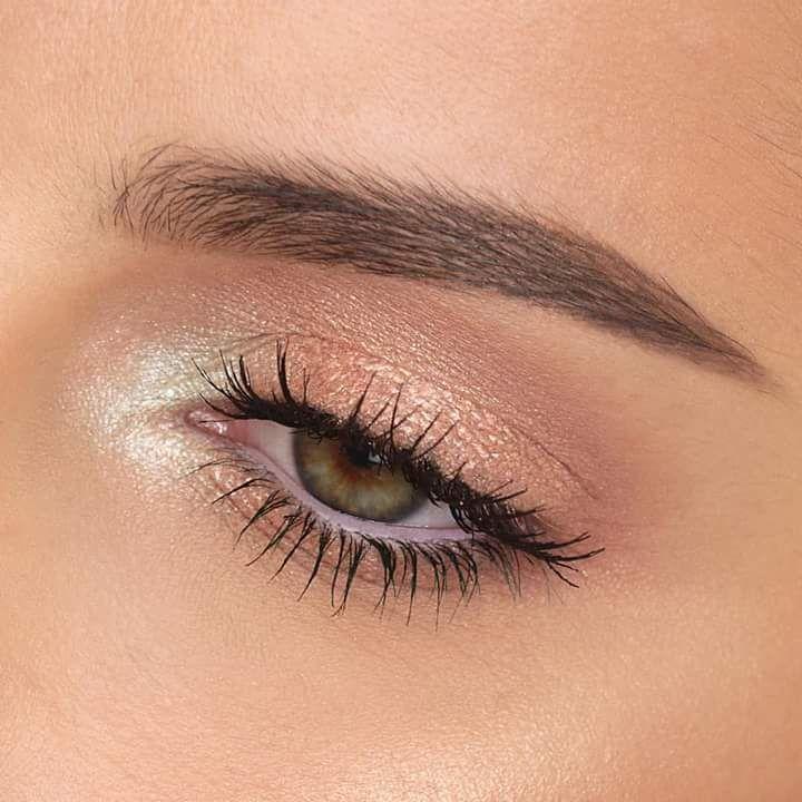Photo of Mystic Eye Makeup Look mit weißem Glanz im Bereich des Tränenkanals