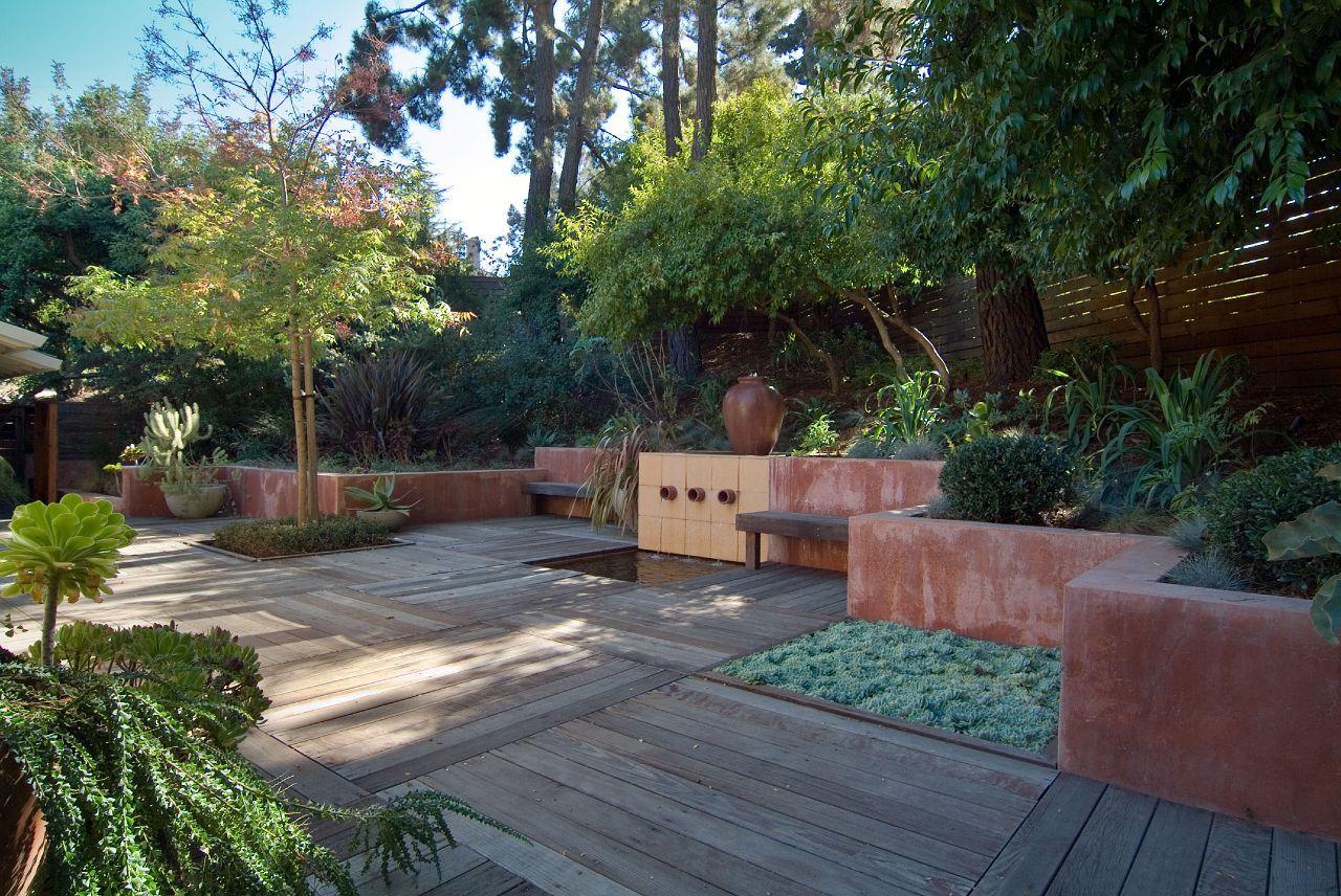 A Private Garden In California Designed By The Monterey Based Landscape Architect Bernard Trainor Www Be Backyard Landscaping Garden Design Landscape Design