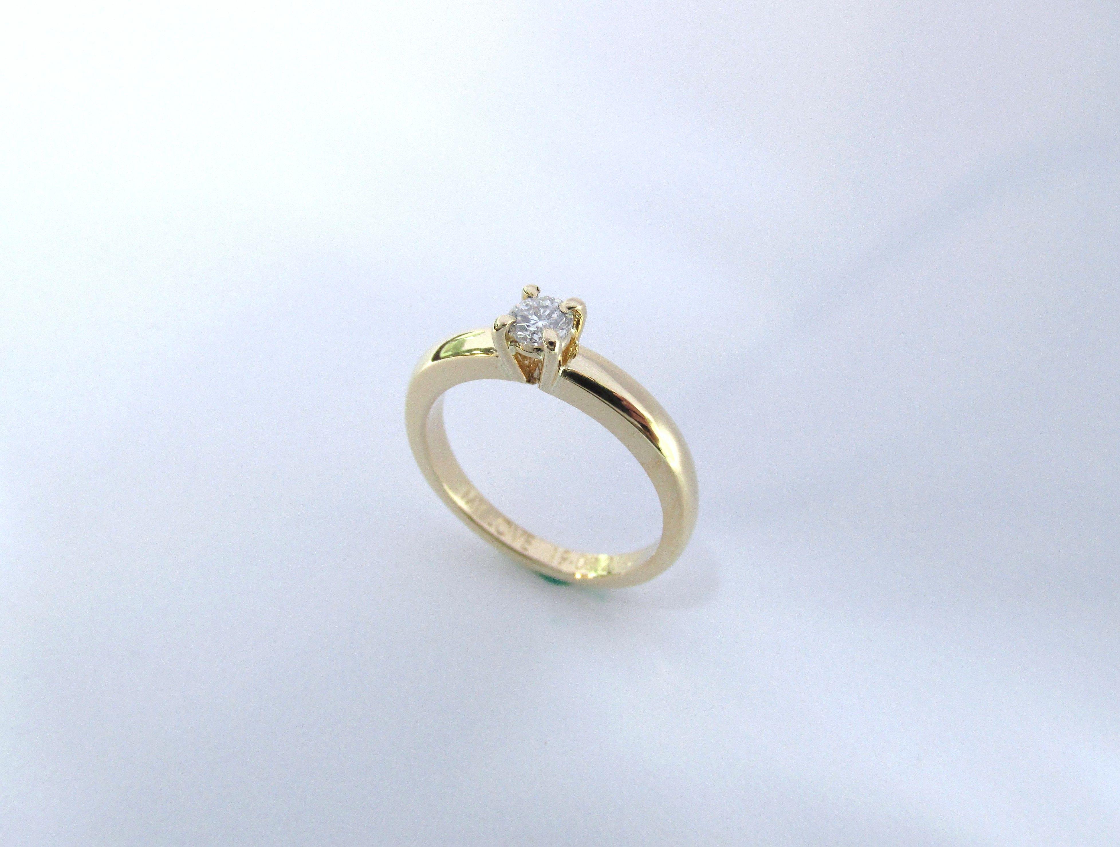 77abbd9923b1 Para el amor de tu vida este romántico anillo de compromiso en oro amarillo  de 18k