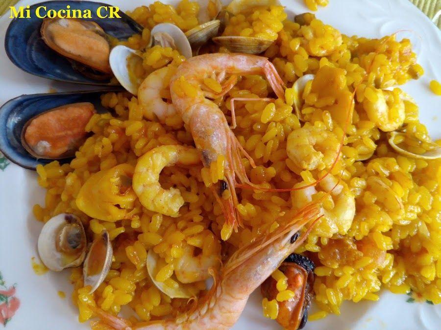 Arroz En Paella Con Almejas Mejillones Calamares Y Gambas Almejas Gambas Mejillones