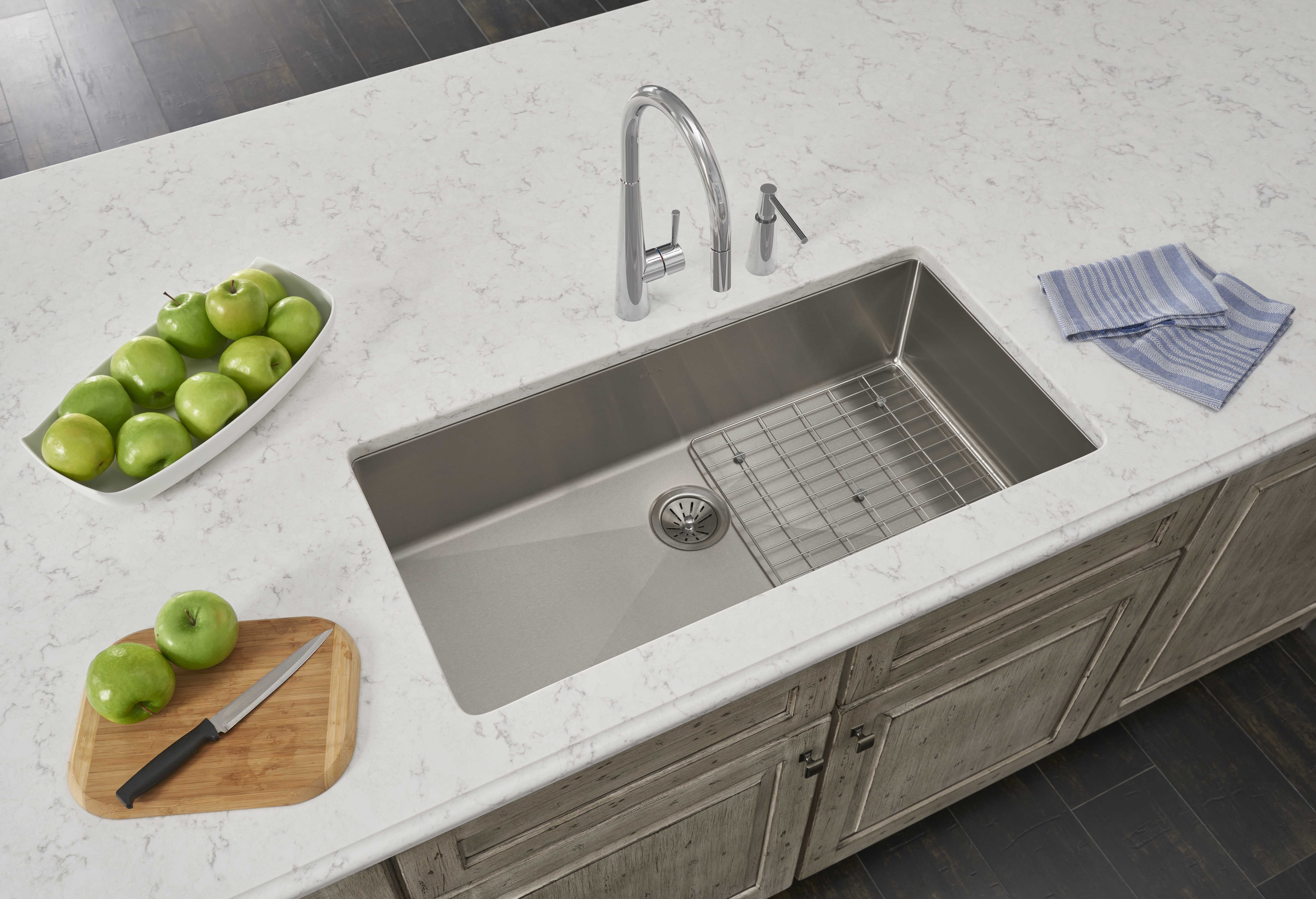 a crosstown stainless sink offers sleek styling with tight corners and a flat bottom giving you more usable space inside the sink sink elkay stainless sink