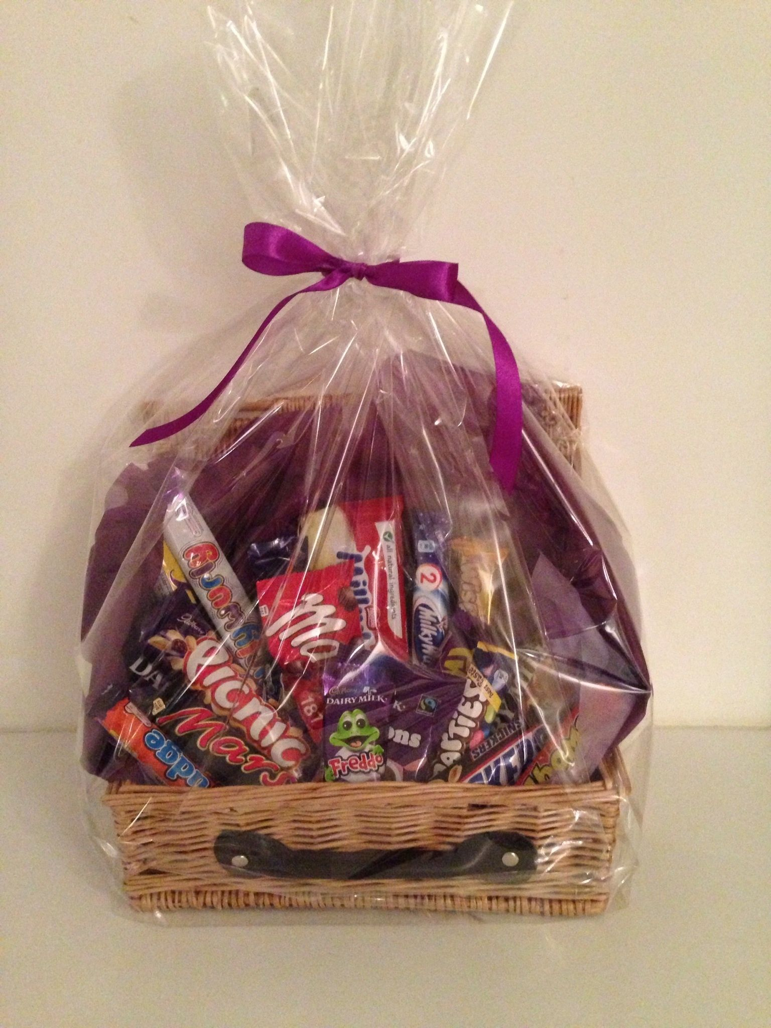 Christmas Hamper Basket.Chocolate Hamper 26 Gift Baskets Christmas Gifts For