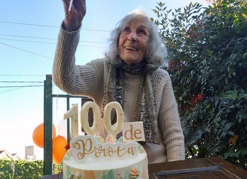 Carlos Paz: cumplió 100 años y lo festejó en cuarentena