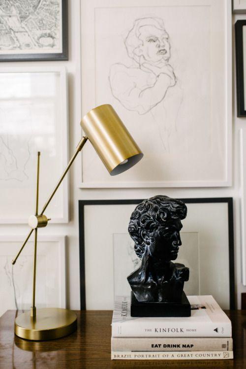 Einrichten mit Kunst Bilderwand Zeichnungen in Bilderrahmen - wohnzimmer dekorieren schwarz
