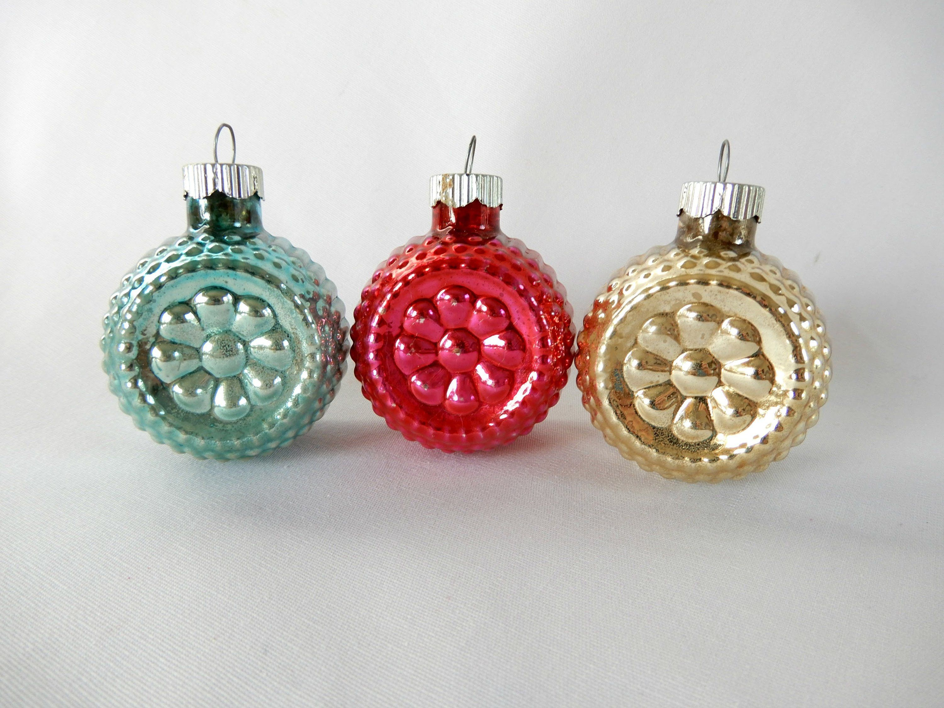 Vintage Glass Ornaments 3 Pc Red Aqua Gold Made In Usa Small Christmas Decor Collectibles Glass Ornaments Christmas Decorations How To Make Notes