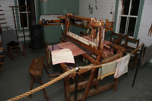 Le Village Quebecois D Antan Metier A Tisser Loom Tissus Metier Et Rouet