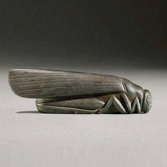 وحده وزن متقنه الصنع على هيئه جراد عثر عليها في مدينه بابل العراق يعود تاريخها إلى الفين سنة قبل الميلاد Weight Found In The City Of Ancient Art Ancient Art