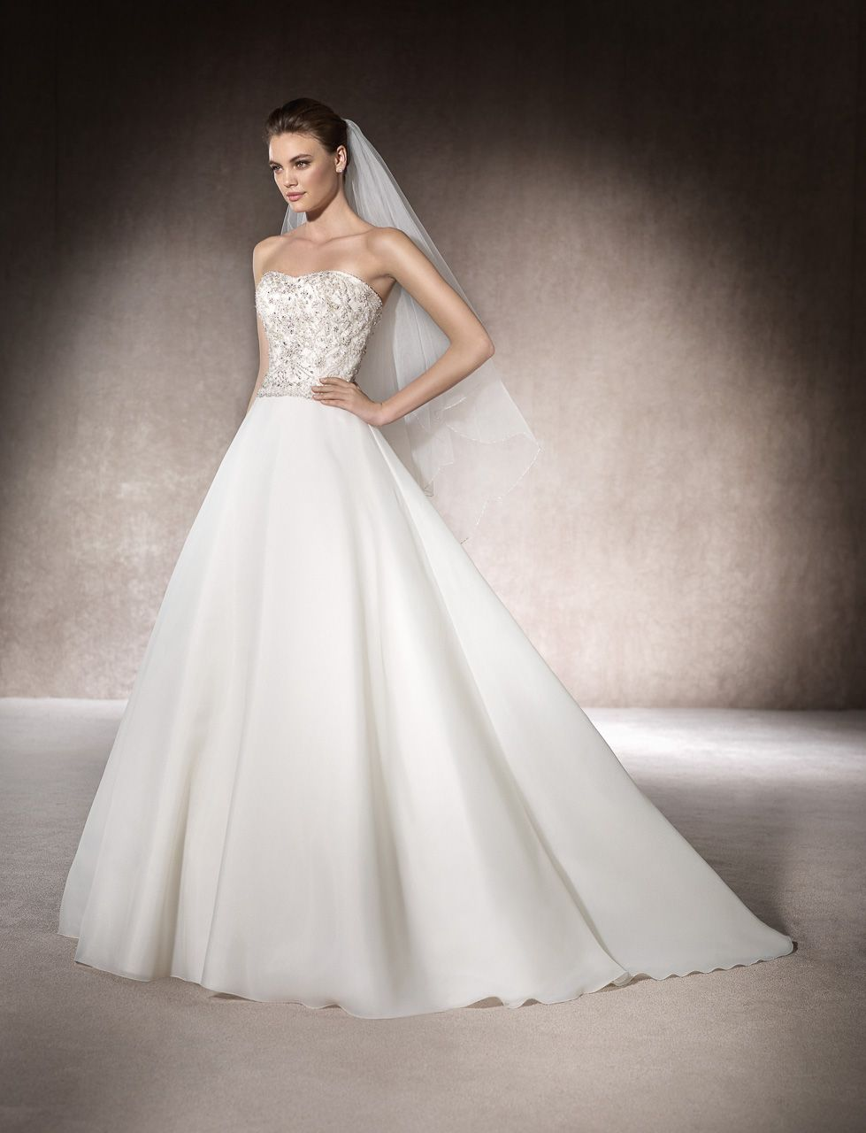 Termin anfragen (Brautmode  Kleid hochzeit, Brautkleid prinzessin