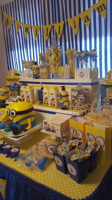 minion birthday party candy table minion birthday party pinterest anniversaire minions. Black Bedroom Furniture Sets. Home Design Ideas