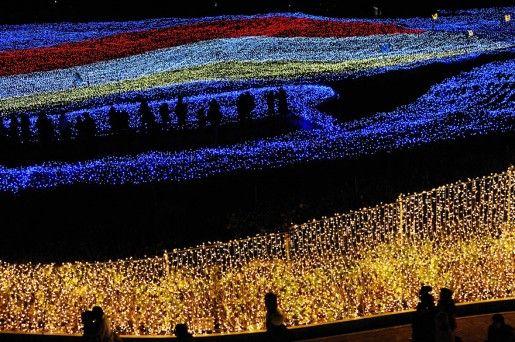 El Winter Illumination 2012 en el parque Nabana no Sato, Japón.