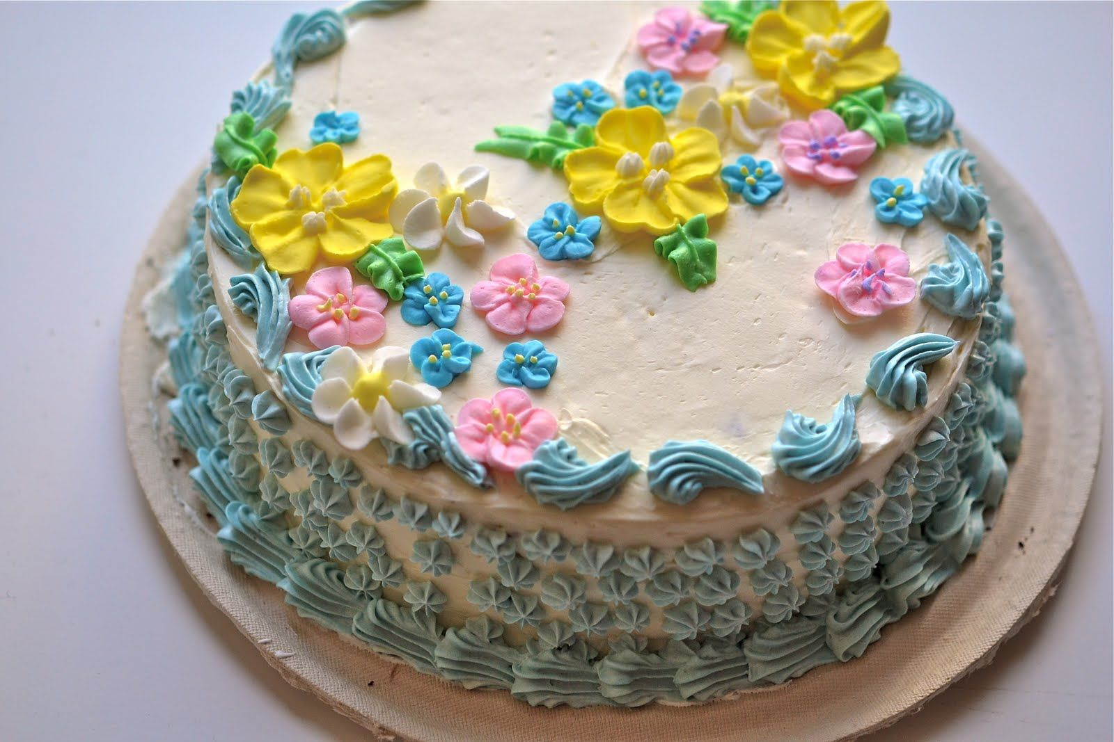 Butter Icing Cake Decorating Ideas : Decorated Cakes on Pinterest 168 Pins