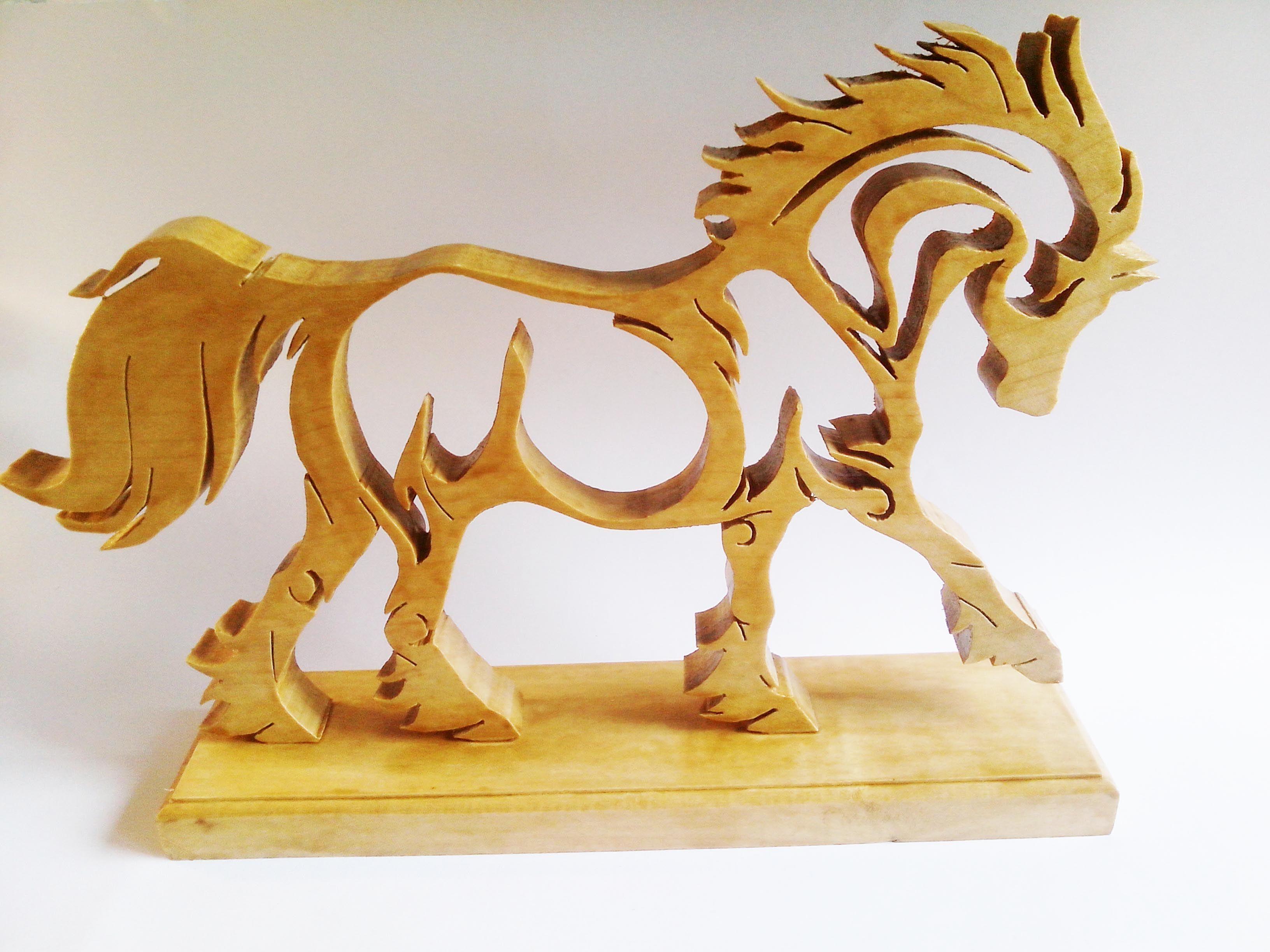 cheval en bois de sycomore chantourner et un autre en plexiglas d couper au laser vous pouvez. Black Bedroom Furniture Sets. Home Design Ideas