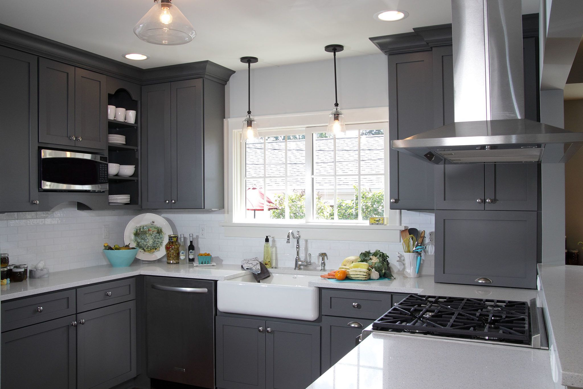 10 designs perfect for your small kitchen with images grey kitchen designs dark grey on kitchen decor grey cabinets id=34221