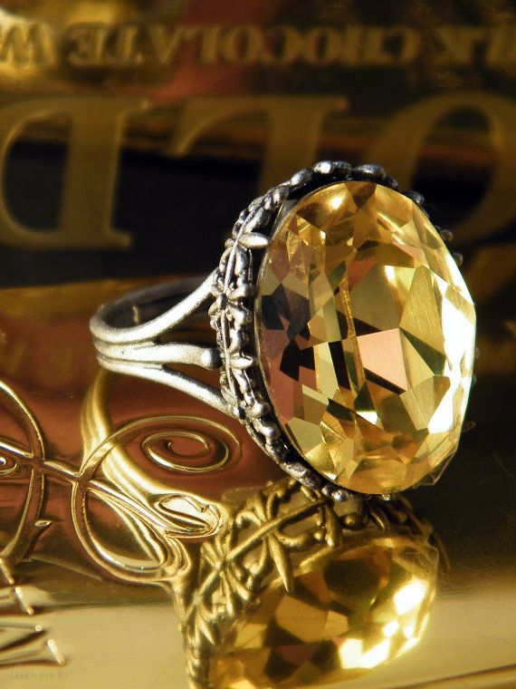 Beautiful! First thing I've ever seen that I actually like my birthstone on! I love vintage jewelry :)