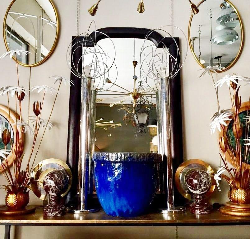 de Lámparas y espejos en el Transformista, tienda de antigüedades de