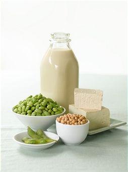 [Nutrição] Você está ingerindo suas proteínas?Falando em quantidades, uma mulher adulta, por exemplo, precisa de 0,75 g/kg. Ou seja, se ela tiver 75 kg, o necessário é 56,25 g/dia. Se for homem adulto, com 80kg, o ideal seria 67,20g (0,84g/kg). De todo modo, segundo a ANVISA, a recomendação de ingestão diária de proteína é de 75g ou cerca de 10 a 15% de proteína dentro das calorias ingeridas num dia.