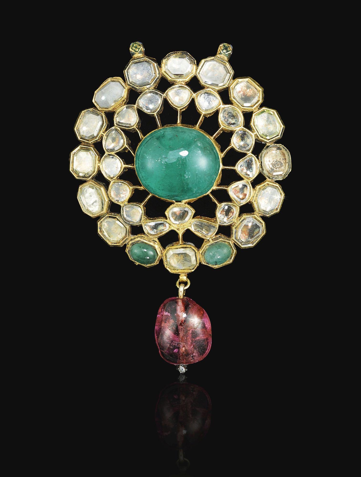 An enamelled emerald and diamondset kundan brooch or pendant