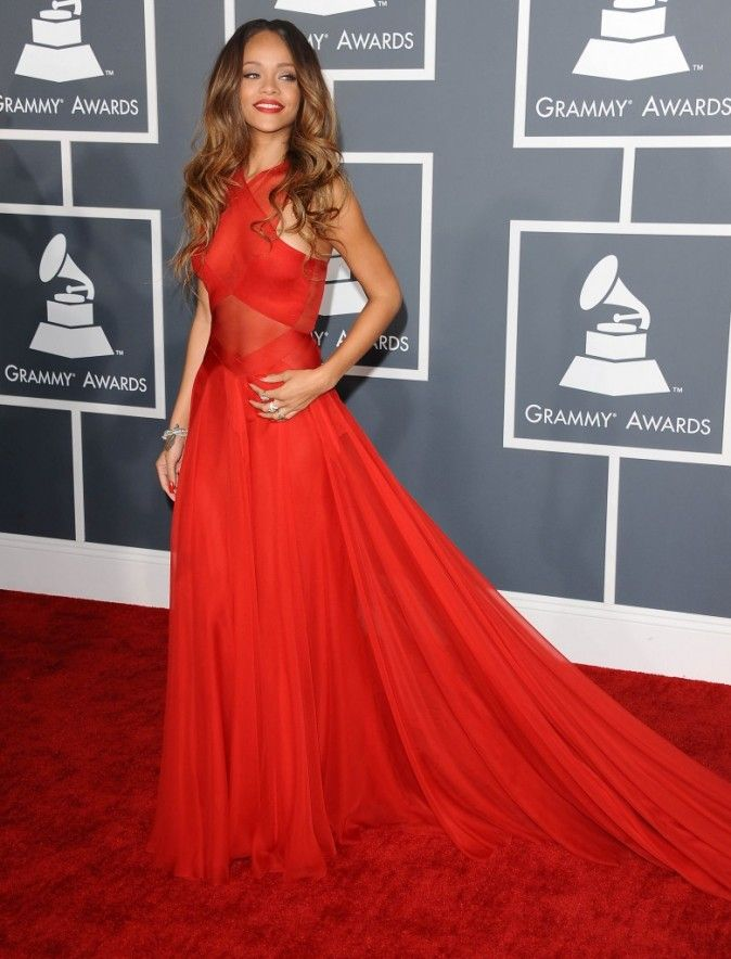 Those Caramel Locks Look So Gorge With This Red Dress Rihanna Redcarpet Beautifulhair