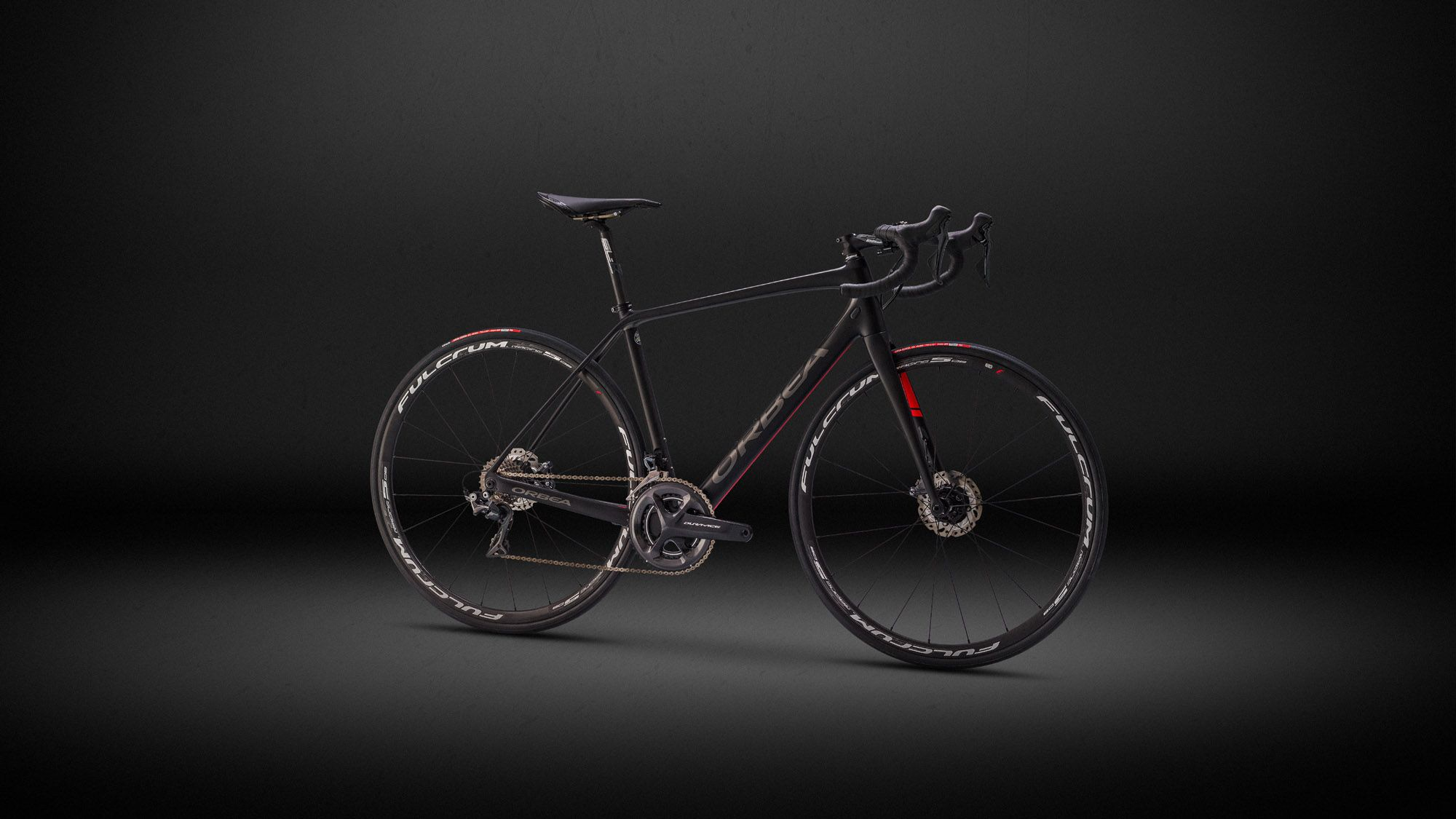 Avant is the choice of riders who are seeking a light endurance bike with the best performance and top specs. They are looking for the comfort and compliance that they might not find in a racing bike like Orca.