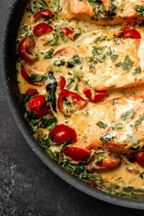 Flash recipe for the pan: cream salmon with spinach | freundin.de#cream #flash #freundin #freundinde #pan #recipe #salmon #spinach