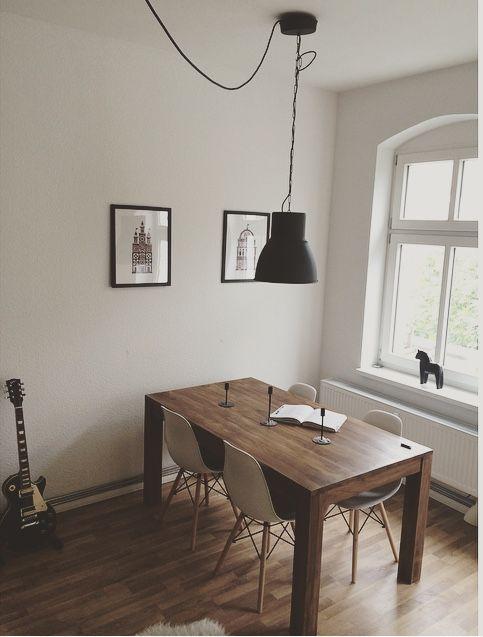 Wohnzimmer livingroom/ diningroom Essbereich mit Massivholztisch ...
