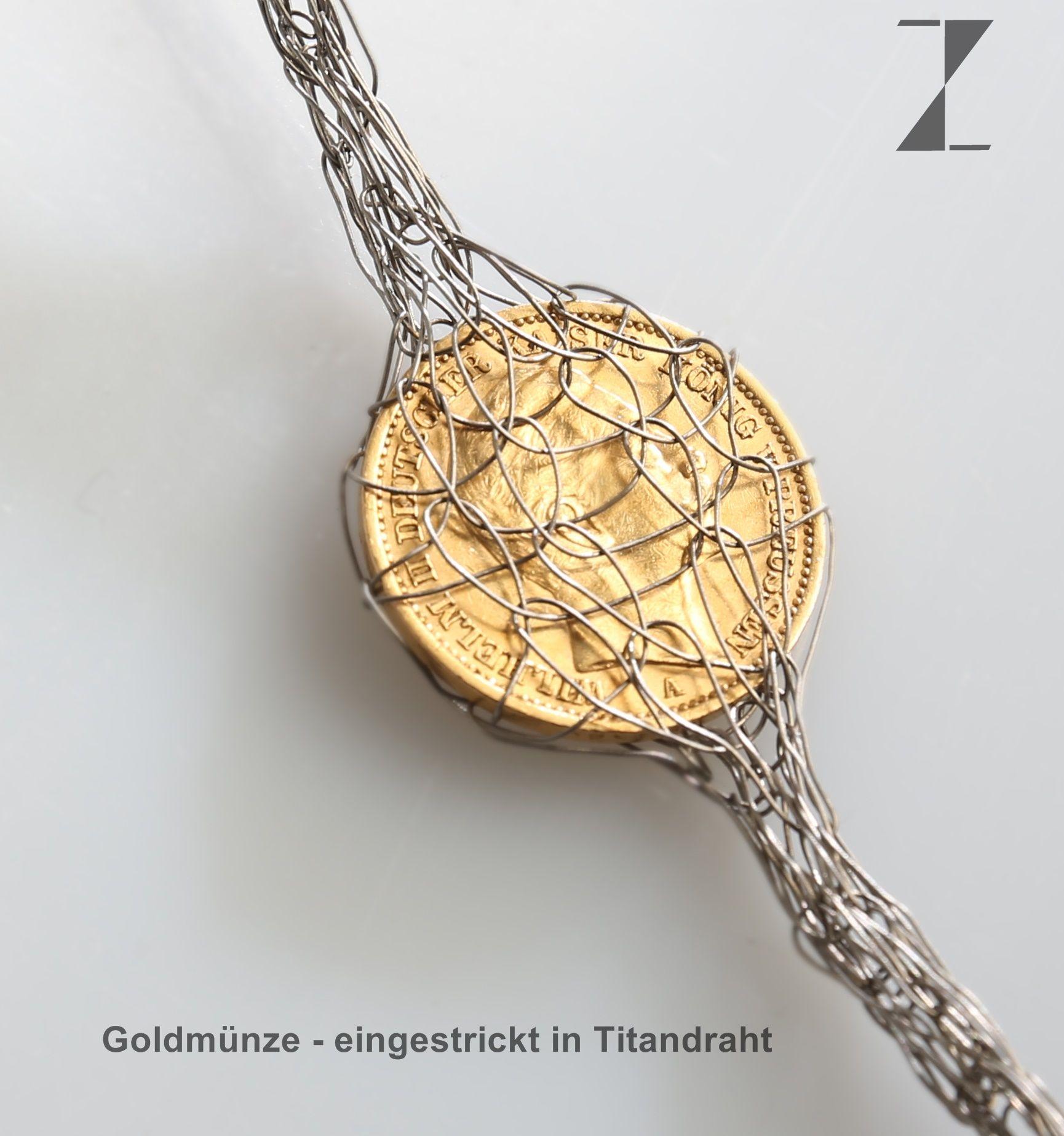 Titandraht von Hand verstrickt - Goldmünze eingestrickt- www.atelier ...
