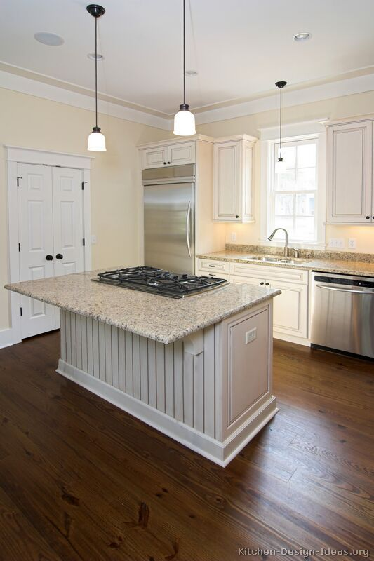 Kitchen Idea Of The Day Traditional Antique White Kitchens White Kitchen Remodeling Kitchen Remodel Small Antique White Kitchen