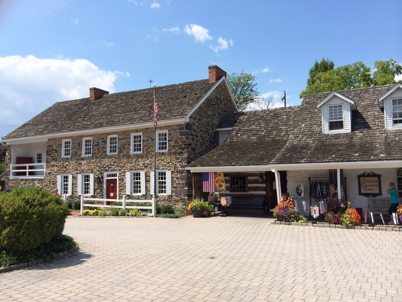 Dobbin House Tavern The Oldest Building Gettysburg Was Part Of The Underground Railroad And Now Offers Fine And Casual Dining Old Building House Styles Lodge