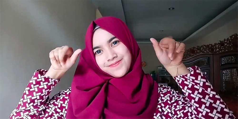 Tutorial Hijab Segi Empat Bahan Satin