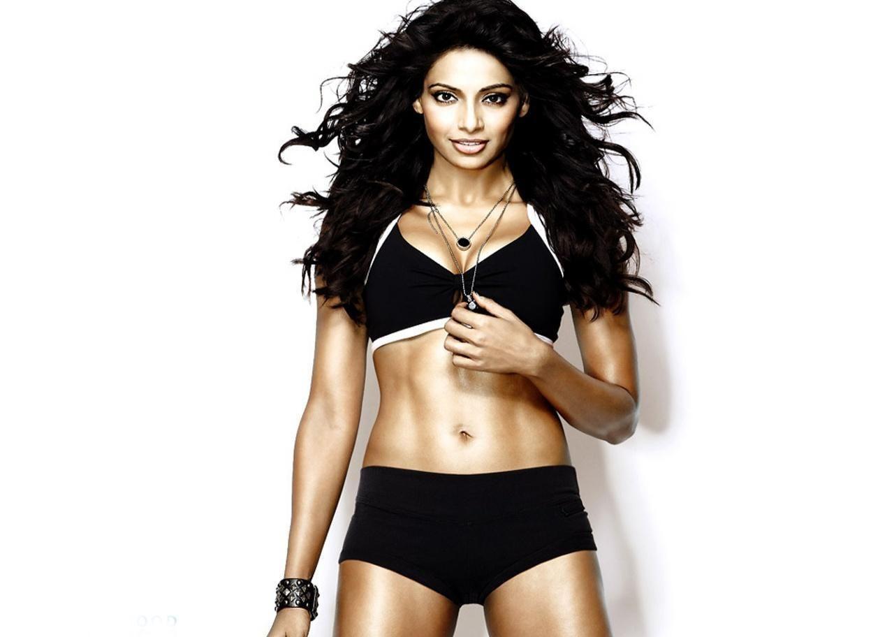 bipasha basu bikini body | hot bollywood celebrities pics