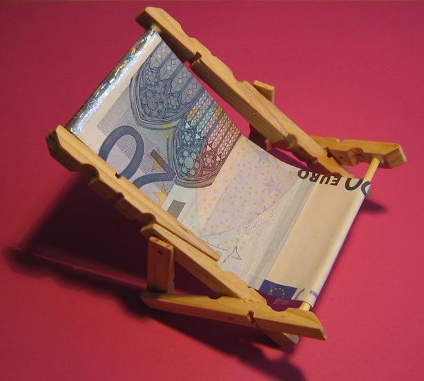 Pin von Monika Gretzinger auf Bastelideen Geldgeschenke, Geldgeschenke verpacken reise und  ~ 01192651_Liegestuhl Aus Geldscheine Falten