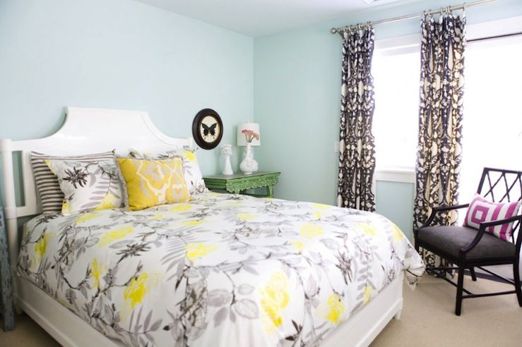 Yellow/grey bedding
